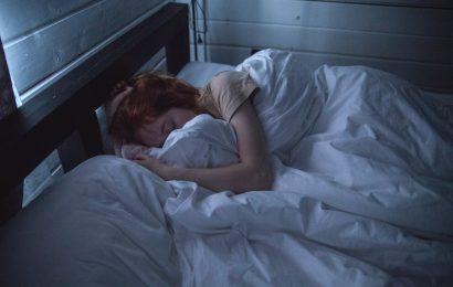 Derfor bør du undgå teknologi i soveværelset